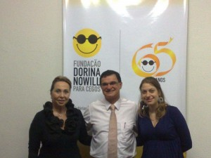 Adermir Ramos da Silva Filho ladeado por Adelina Alcântara Machado e Sílvia Troucon Rosa