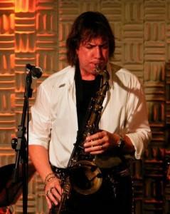 O saxofonista Beto Saroldi fará participação no show de Marysa
