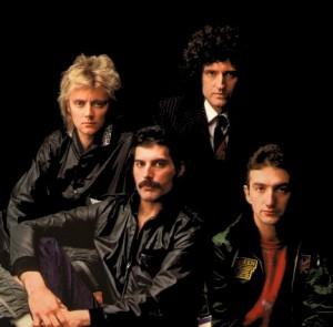 Roger Taylor e Brian May (atrás), Freddie Mercury e John Deacon