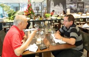 O publisher Vasconcellos de Matteo e o empresário José Lima colocam a conversa em dia