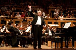 Maestro João Carlos Martins e orquestra