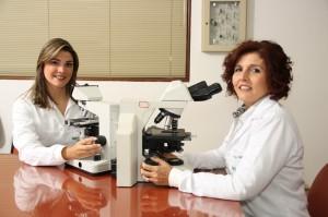 As diretoras do Proclínico Diagnóstico Laboratorial, as Dras. Laryce Nogueira (CRBM/AL 1204) e Lygia Nogueira (CRM/AL 1485)