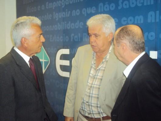 Diretor-geral da Estácio FAL, Ruy Chaves (e), recebeu o vice governador Thomaz Nonô e o empresário José Ribeiro, na inauguração do Espaço de Estágios e Empregos da Instituição
