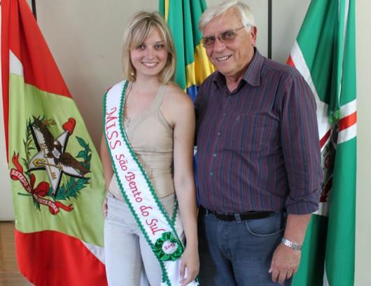 Michele Sluminski e o prefeito de São Bento do Sul, Magno Bollmann