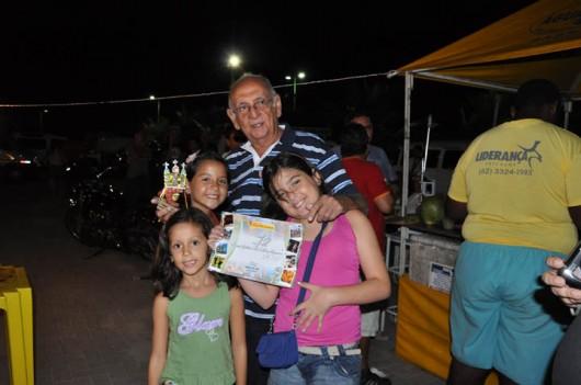 O jornalista José Alberto foi premiado por seu Blog do Jac. Na foto, o homenageado com as netas