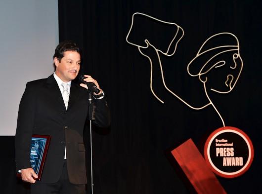Marcelo Serrado agradece o prêmio