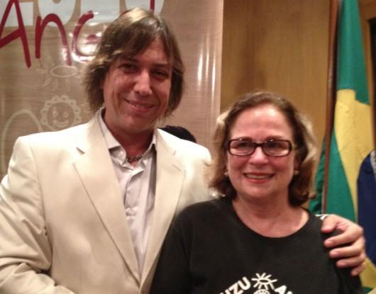 O compositor e saxofonista Beto Saroldi, no lançamento do Prêmio Zuzu Angel, ao lado da homenageada, Hildegard Angel