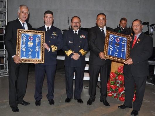 Momento de homenagens: Michel Le Champion, Capitão André Pereira Meira, contra-almirante Wilson P. Lima Filho, Otávio Lima Leite e Eduardo Guimarães