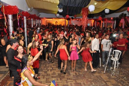 Baile Vermelho e Preto no Jaraguá Tênis Clube