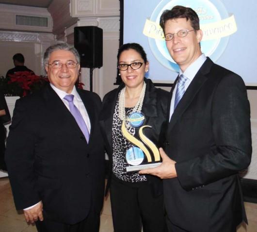 Rui Manuel Oliveira (vice-presidente sênior Meliá Hotels International Brasil), Denise Meyer (diretora de marketing Meliá Hotels International Brasil) e Johannes Bayer (gerente geral do Meliá Jardim Europa)