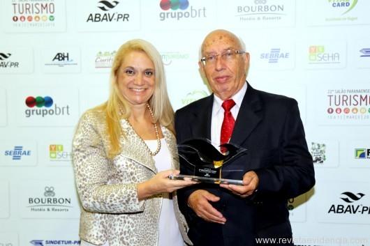 Também homenageado da ABRAJET do Paraná o presidente Antônio Claret de Rezende com a presidente da ABRAJET Nacional Miriam Petrone.