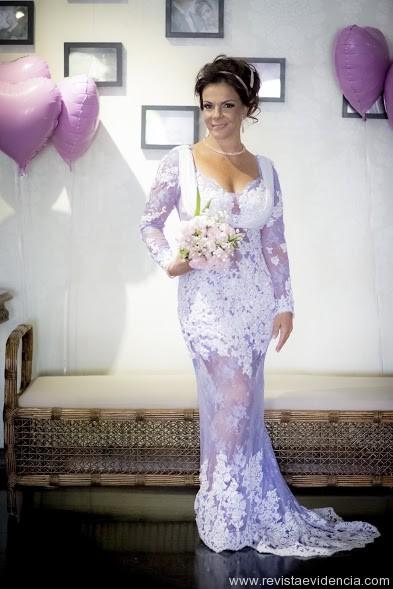 Sula Miranda faz editorial de noivas e lança livro em São Paulo