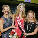 A apresentadora e atriz Karina Bacchi e sua mãe Nádia Bacchi(ONG Florescer) emolduram a eleita Miss São Paulo Capital 2016, Marjorie Bresner.