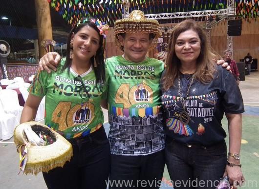 Diretora Regional do Sesc, Maria dos Remédios Serra Pereira, ladeada pelo Presidente do Conselho do Sesc, Marcelino Ramos e a esposa dele