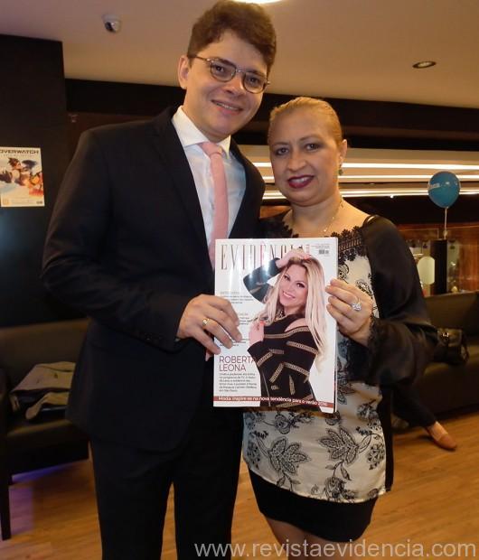 O dr. Miguel Ribeiro Pereira, também prestigiando a revista Evidência Cosmopolita com esta colunista Wilma Vicky França