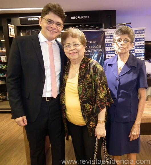 Dr. Miguel Ribeiro com a mãe Maria Regina e a tia