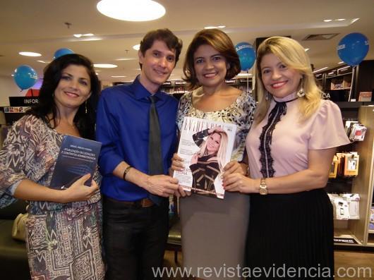 A jornalista Rubenita Carvalho e Evandro Junior com convidados