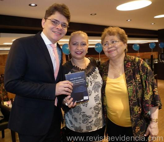 Esta colunista também curtiu muito o livro do dr. Miguel Ribeiro e foi presenteada com um livro autografado por ele, vou fazer uma ótima leitura