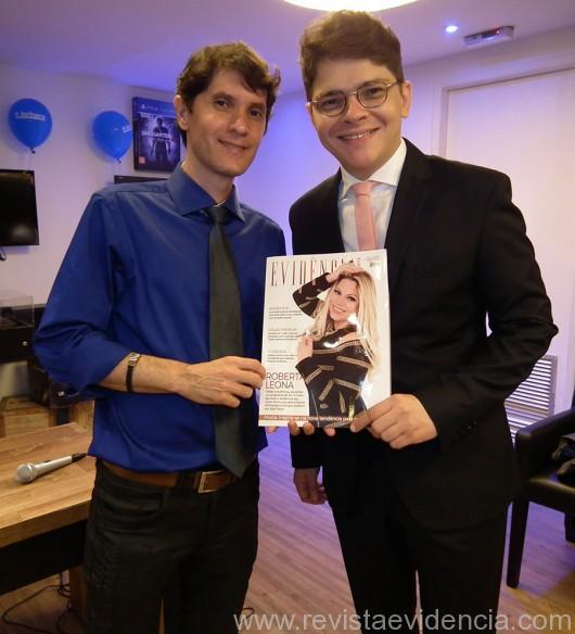 O jornalista Evandro Junior também curtiu a Revista Evidência Cosmopolita, ele com o anfitrião dr. Miguel Ribeiro Pereira