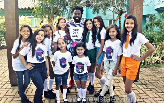 Ator Douglas Silva e elenco Esquadrão Top Kids