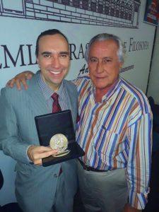 Helcio Hime e Leleco Barbosa - Medalha Centenario Chacrinha