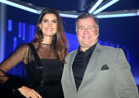 Mestre de Cerimônias do evento, a top e apresentadora Isabella Fiorentino e Holger Marquardt, diretor Marketing e Vendas Automóveis América Latina e Caribe
