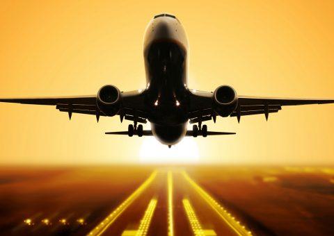 Teve início a nova regra para voos charters, os chamados voo de férias, que deixaram de necessitar da autorização prévia da Agência Nacional de Aviação Civil (Anac) para a realização de voos. O setor do turismo comemora a novidade que deverá estimular a aviação regional e consequentemente o uso de aeroportos de menor porte em todo o país, impulsionando o turismo doméstico. Resta saber se isso irá funcionar e se os custos baixarão, pois por conta da cobrança das bagagens aéreas, os voos estão muito mais caros. A regra foi um grande engodo com as bênçãos da ANAC.