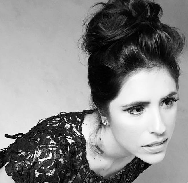 """Renata Finotti nos bastidores da gravação do CD """"Tesouros"""" (Foto: Alina Amaral   Divulgação)"""
