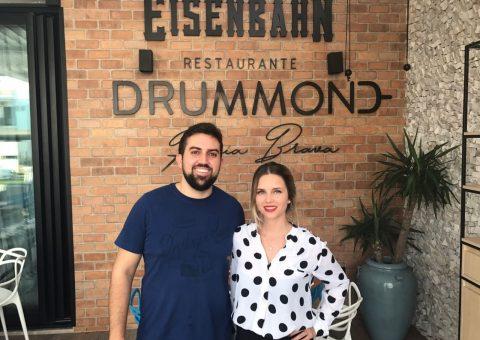 O sócio do restaurante Drummond, Ricardo D'Aquino e a gerente da AMEMI Esmalteria, Julia Dias (Click na imagem para visualizá-la em tamanho maior)