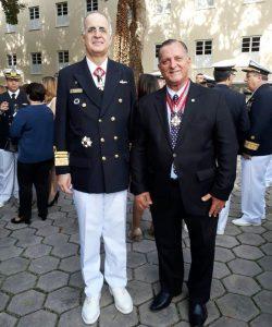 Vice Almirante Aguiar Freire e Eduardo Auto Guimarães, na solenidade oficial na Fortaleza São José, Ilhas das Cobras