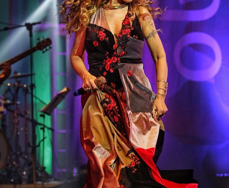 Cantora Elba Ramalho - as tradições do Nordeste