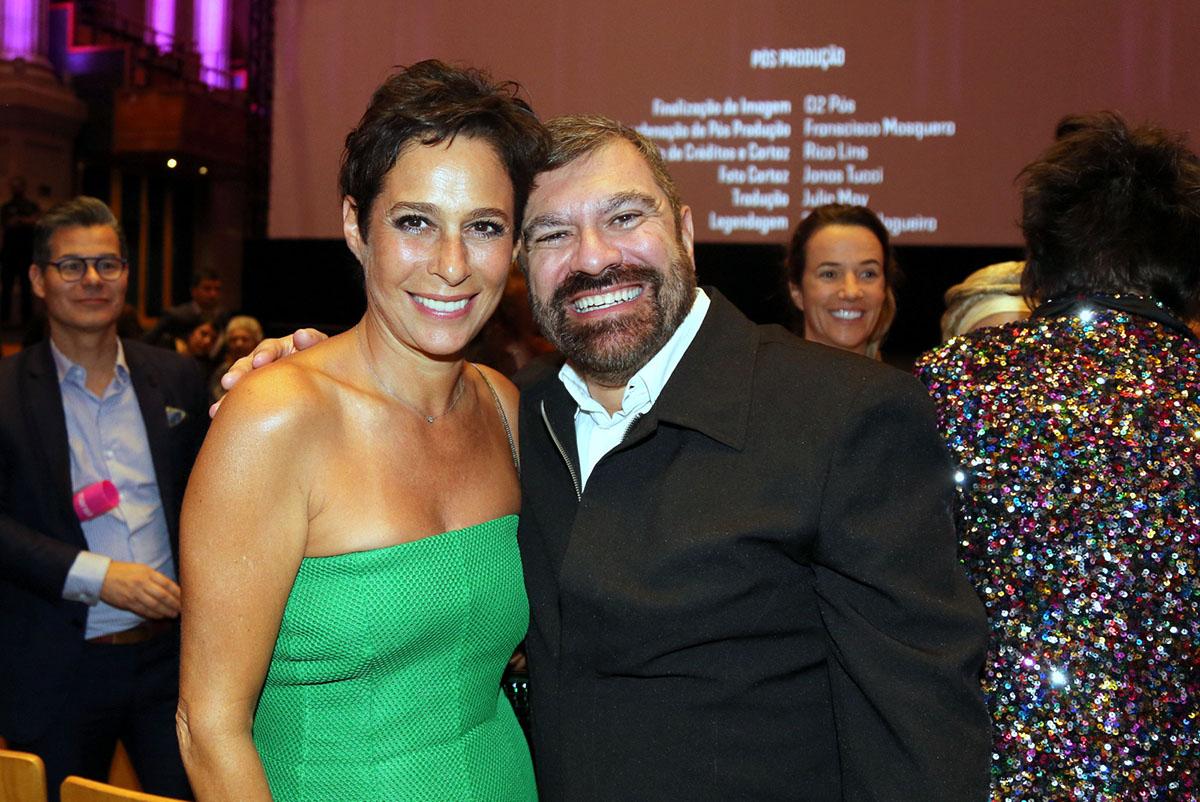 Recepcionando na Sala São Paulo, Marcelo Camargo, único filho de Hebe e a atriz Andréa Beltrão que interpretou Hebe Camargo no filme
