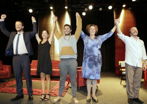 Sucesso no palco do Teatro Renaissance, com a peça O Louco e a Camisa, Dudu Pelizzari e Priscilla Squett e Rainer Cadete e Rosi Campos com Ricardo Dantas
