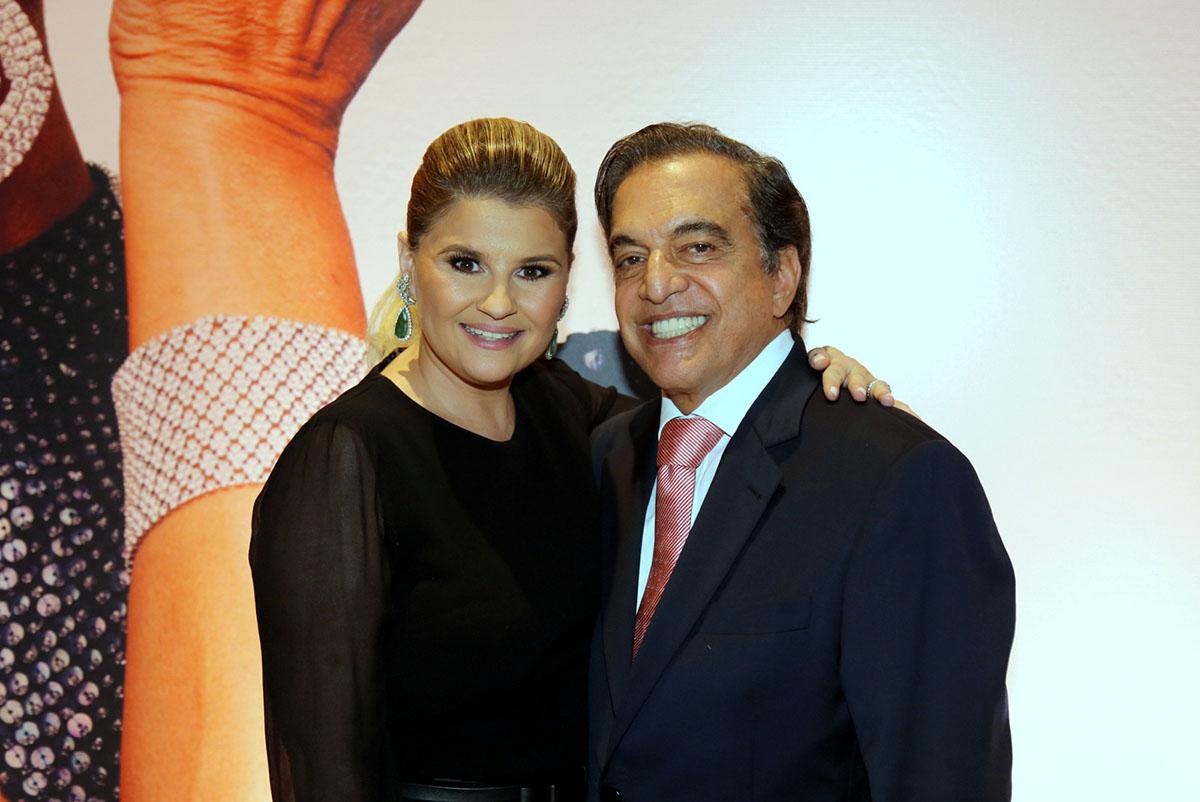 O casal Claudio Pessutti, sobrinho e responsável pelo projeto Hebe Forever com a esposa Helena Caio