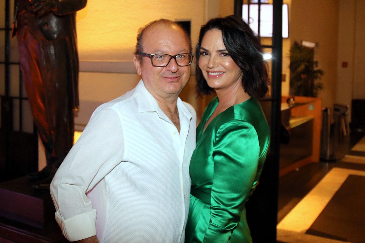 O jornalista Ovadia Saadia e a empresária e modelo, Luiza Brunet na plateia