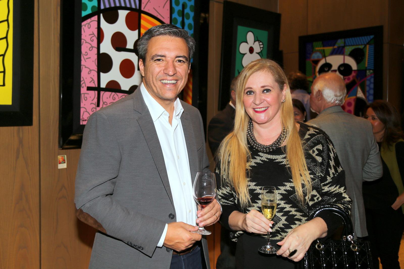 O apresentador de Tv, Marcio Campos e a presidente da (Mulheres Solidarias), Ana Karen Andrade