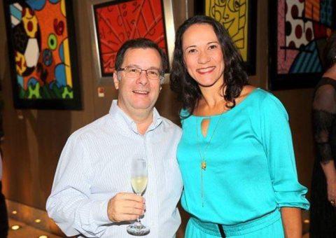 O escritor Dias Campos e sua mulher, Mônica Vranjac