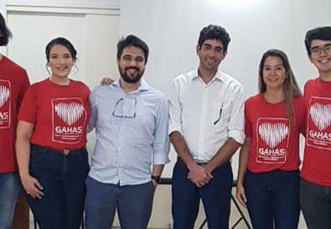Dr César Câmara USP e Dr Luiz Guilherme GAHAS, ladeados pelo Time GAHAS, Luiz Vinicius, Mayla Resende, Amanda Martins e Luiz Gustavo