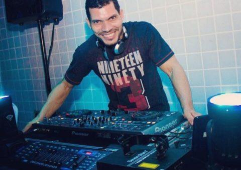 Com um megamix de músicas, o DJ Saulo Richard é aplaudido nos palcos