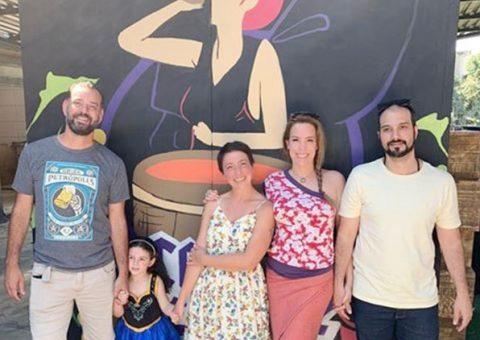 Ana Simas se encanta com a Cervejaria Contos de Fadas, no Rio de Janeiro
