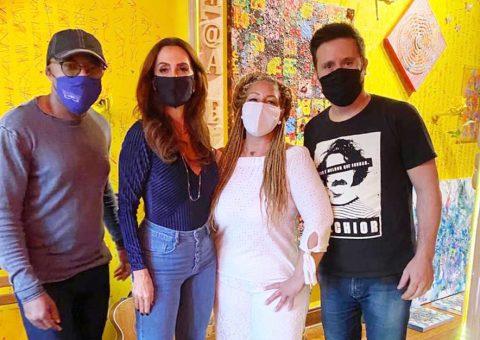 Claudia Métne visita o espaço cultural Atelier Travessia idealizado pelo artista CA CAU