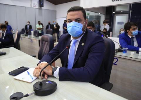 Chico Filho pede inclusão de taxistas, imprensa e coveiros na prioridade da vacinação