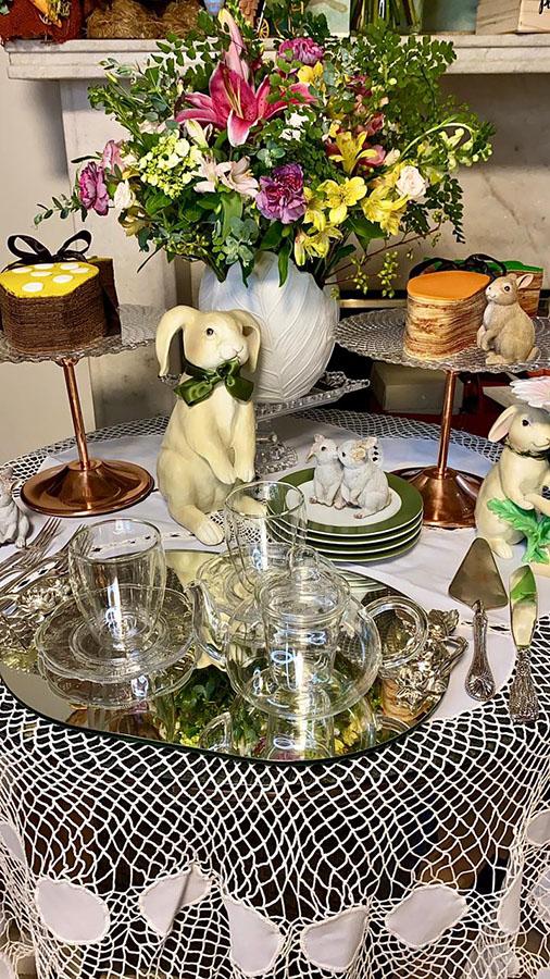 Claudia Métne celebra a Páscoa com decoração especial