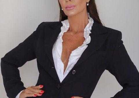 Claudia Métne clica com look para estar bem vestida em qualquer ocasião