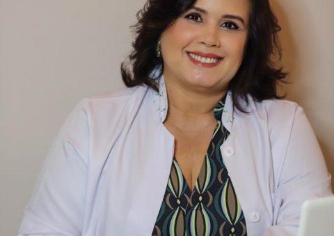 Esteticista famosa Jaqueline Costha realiza procedimentos de beleza com técnicas não invasivas