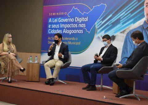 Diretora Técnica da Escola de Contas participa do seminário A Lei Governo Digital e seus Impactos nas Cidades Alagoanas