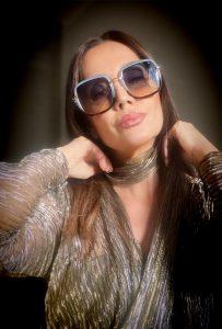 Claudia Métne apresenta nova coleção de óculos solares da Le Bains Eyewear
