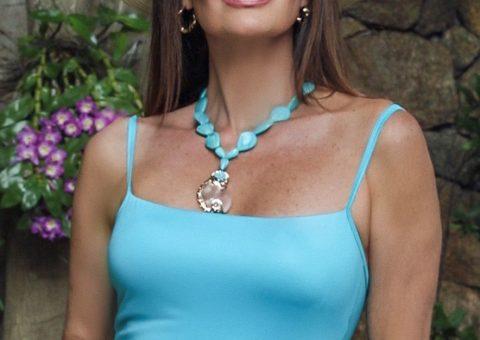 Claudia Métne evidencia maiô modelador